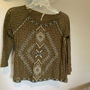 Long sleeve T-shirt by free people w/great detail